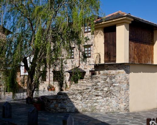 Casa Cachón, Tol