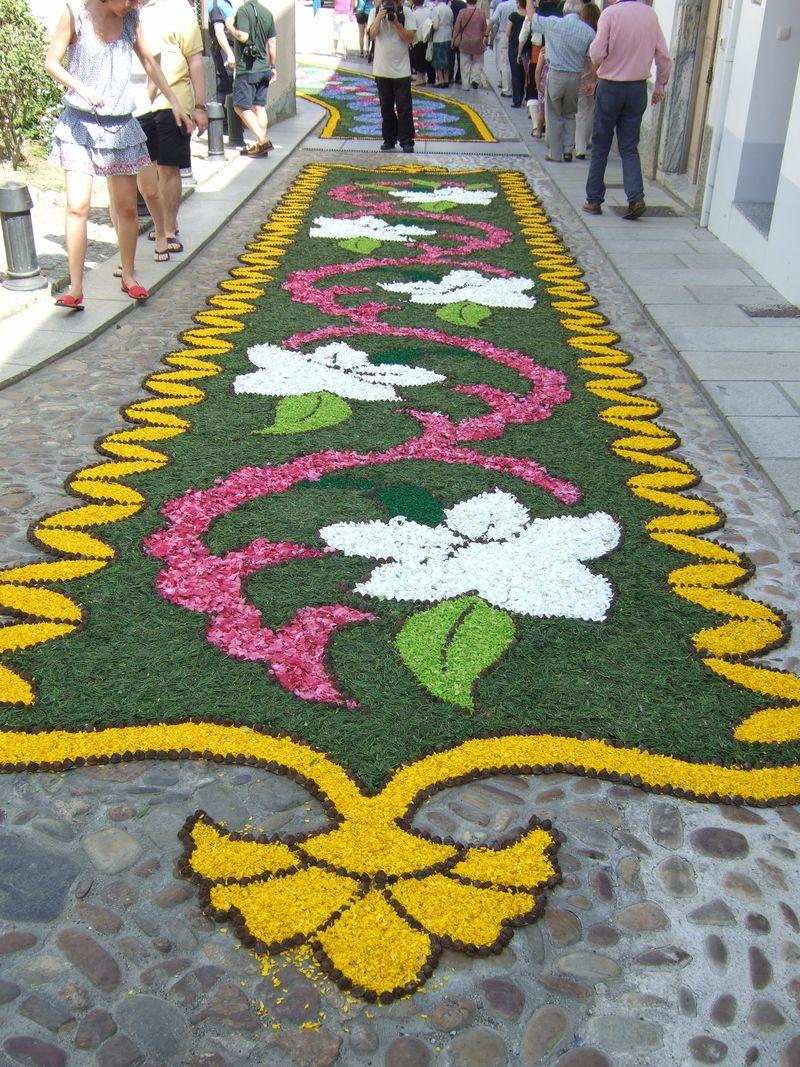 Corpus christi alfombras de flores en castropol asturias for Dibujos para alfombras