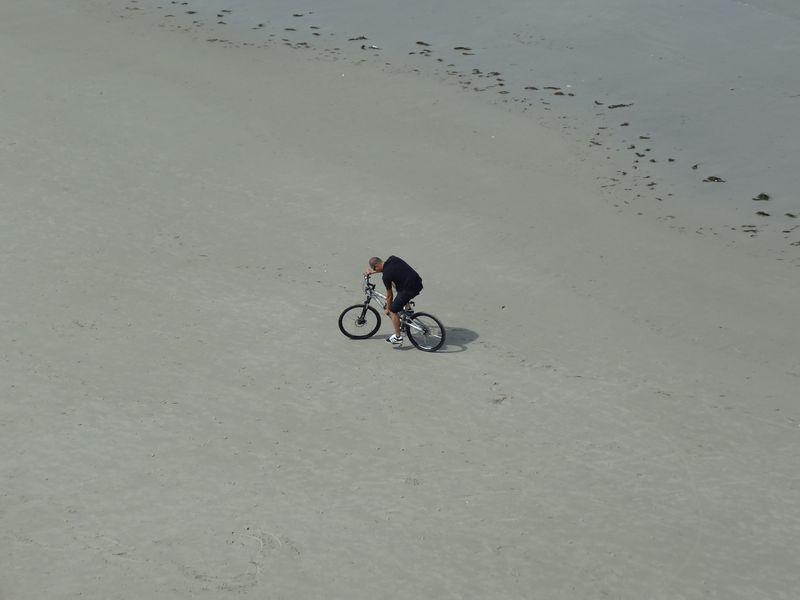 Lone cyclist