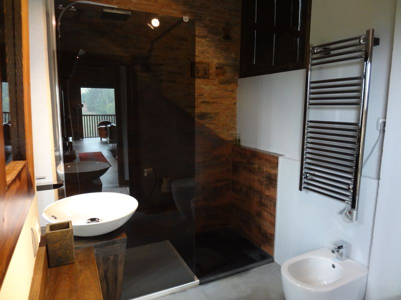 Upstairs bathroom (1)