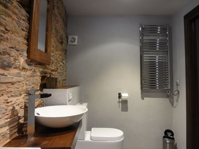 Downstairs bathroom (1)